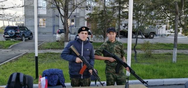 Участие курсантов центра «Подвиг» в городской акции «Дни микрарайонов: «Мой дом. Мой двор. Мой город Магадан»