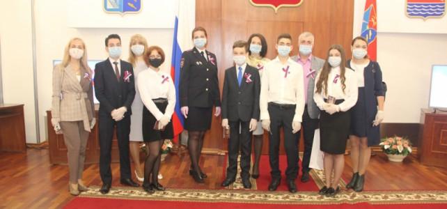 Курсанту центра «Подвиг» Сокирко Артёму вручили паспорт в торжественной обстановке