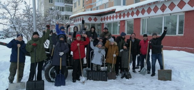 Уборка снега на прилегающей территории центра «Подвиг»