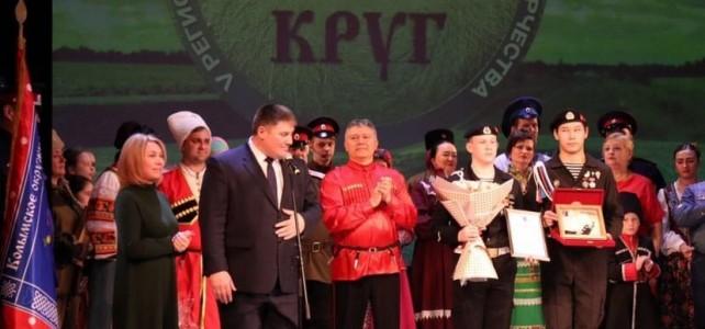 Курсанты-волонтёры центра «Подвиг» приняли участие в проведении заключительного концерта V Регионального фестиваля народного казачьего творчества «Казачий круг».