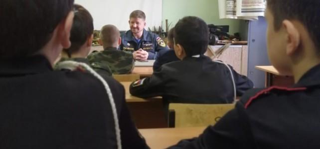 Начальник Магаданского филиала Дальневосточного регионального поисково-спасательного отряда МЧС России посетил центр «Подвиг»